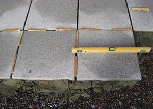 выравнивание тротуарной плитки