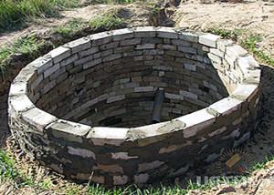 Кирпичный канализационный колодец