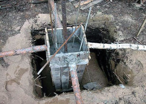 установка опалубки столбчатого фундамента