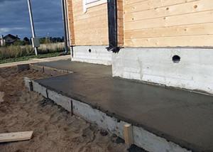 zalivka-otmostki-betonom
